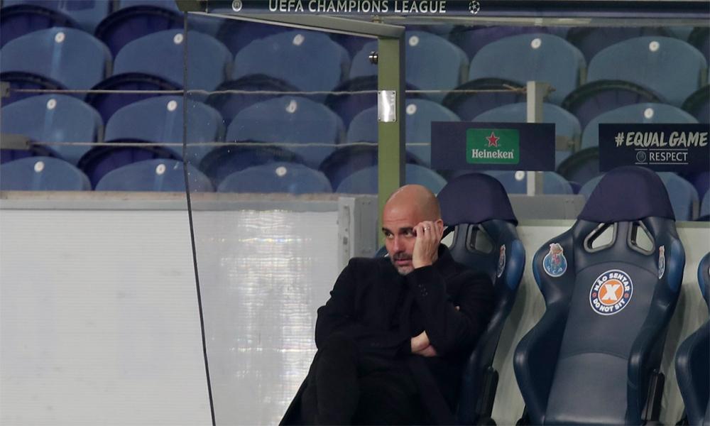 Guardiola tỏ ra chán nản khi các học trò phung phí quá nhiều cơ hội. Ảnh: AP