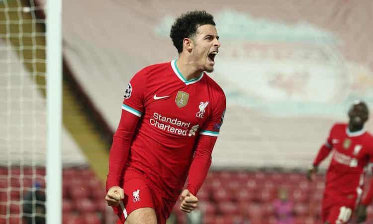 Jones chia vui sau khi ghi bàn duy nhất của trận đấu. Ảnh: UEFA.