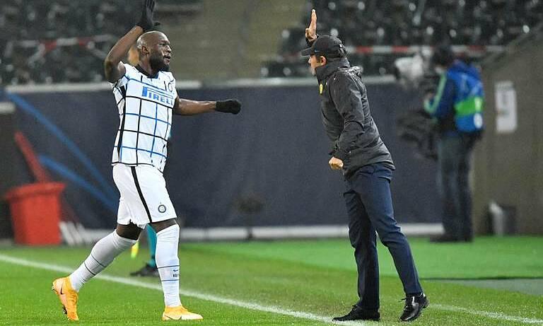 Lukaku (trái) ghi bốn bàn trong bốn trận ở Champions League mùa này. Ảnh: AP