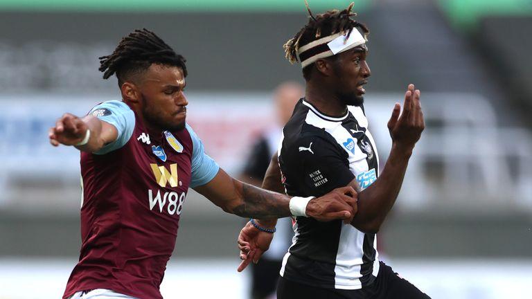 Aston Villa – Newcastle là trận đầu tiên ở Ngoại hạng Anh mùa 2020-2021 bị hoãn. Ảnh: Sky.
