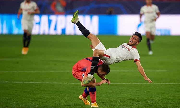 Đá trên sân nhà nhưng Sevilla hiếm khi gây khó khăn cho Chelsea. Ảnh: REX.
