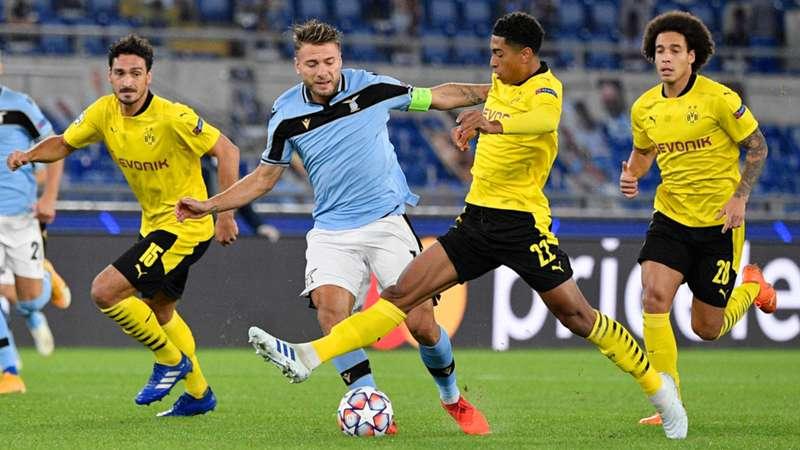 Ciro Immobile (xanh) hoạt động năng nổ giữa vòng vây của các cầu thủ Dortmund. Ảnh: DAZN.