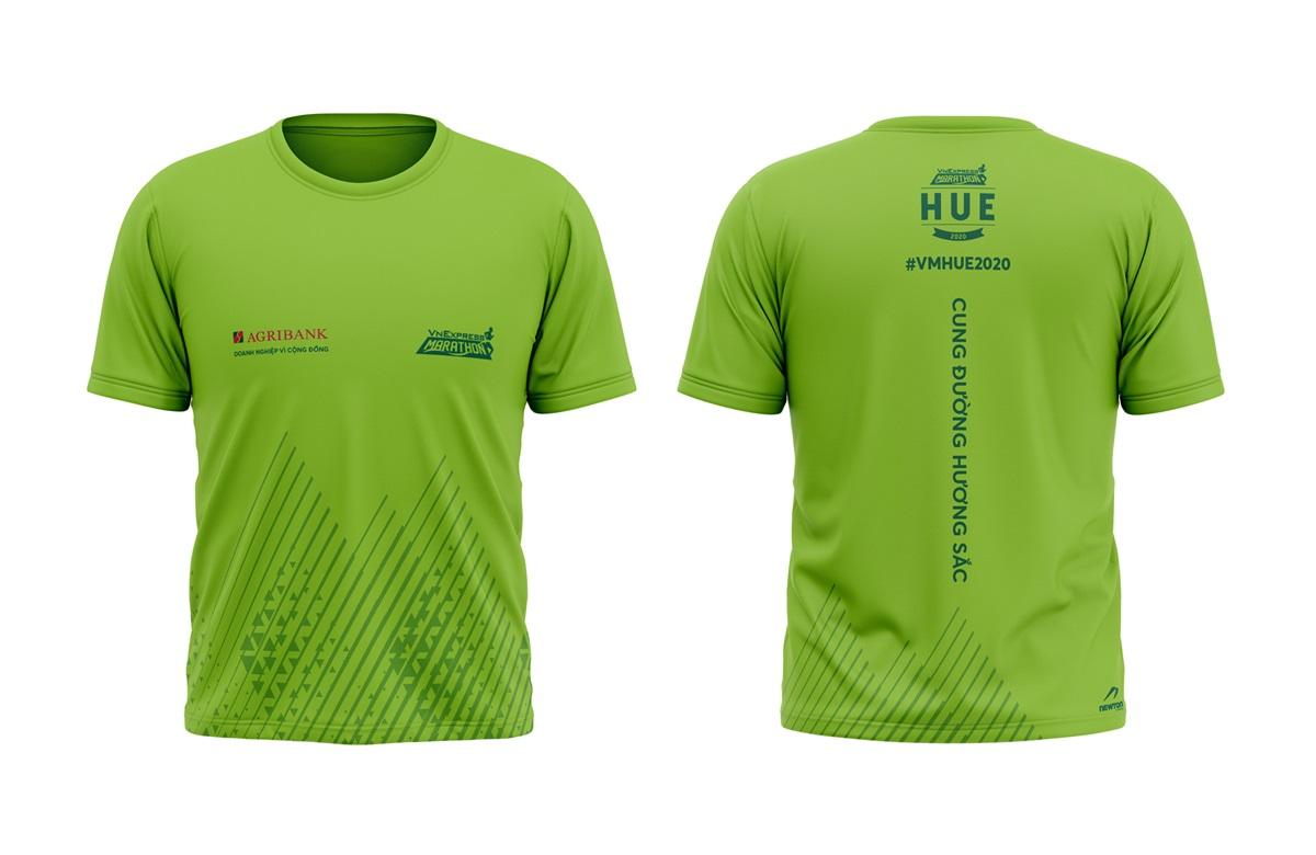 Coat for runner at Hue VnExpress Marathon.  The tournament took place on December 27.
