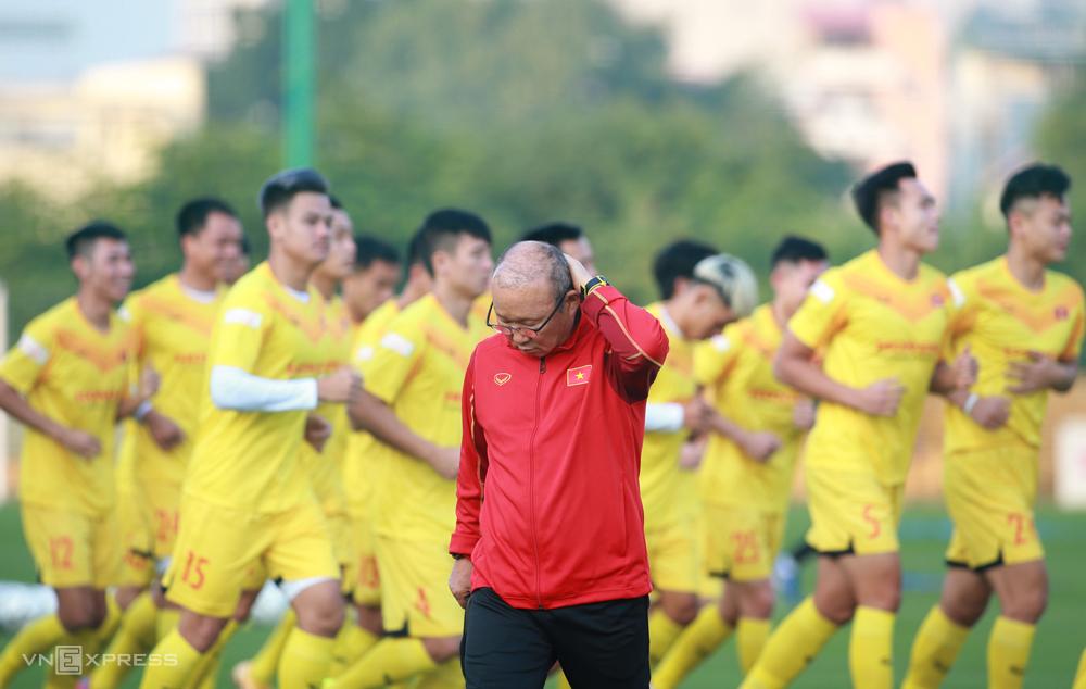 HLV Park Hang-seo trong buổi tập đầu tiên của tuyển Việt Nam trong năm 2020 tại Trung tâm đào tạo bóng đá trẻ VFF tại Mỹ Đình, chiều nay 6/12. Ảnh: Lâm Thoả