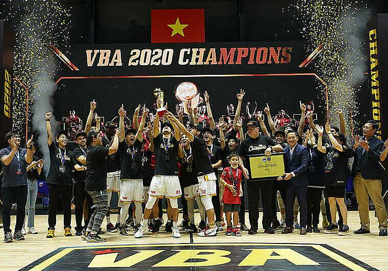 Saigon Heat celebrates the second VBA championship in history.  Photo: SGH.