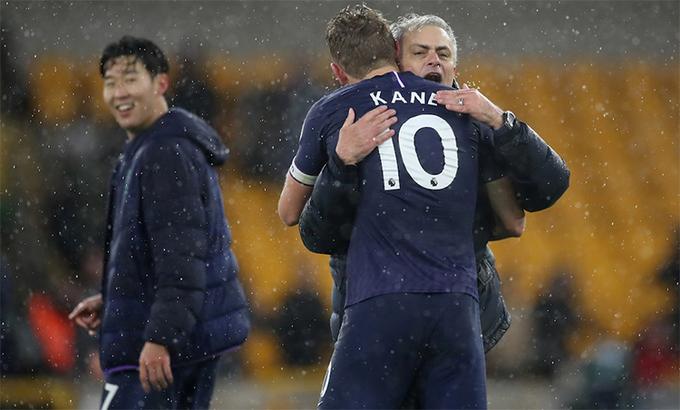 Mourinho có lý do để mãn nguyện với thành quả từ việc nâng cấp cặp tấn công Son - Kane. Ảnh: Reuters.