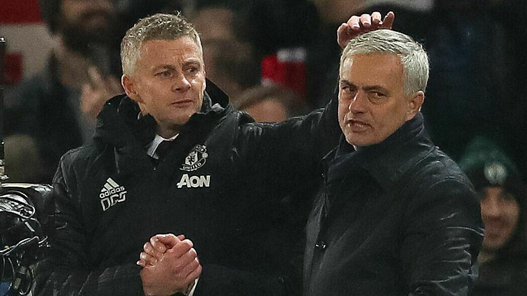Solskjaer (trái) đang chịu nhiều áp lực ở Man Utd, còn Mourinho bắt đầu tìm thấy công thức chiến thắng cho Tottenham. Ảnh: Sky.