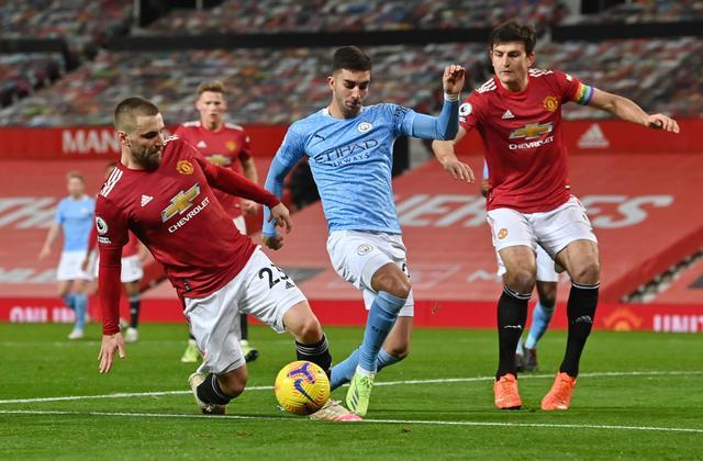 Các phương án tấn công của Man City trận này đều không hiệu quả trước hệ thống phòng ngự lùi sâu của Man Utd. Ảnh: Reuters