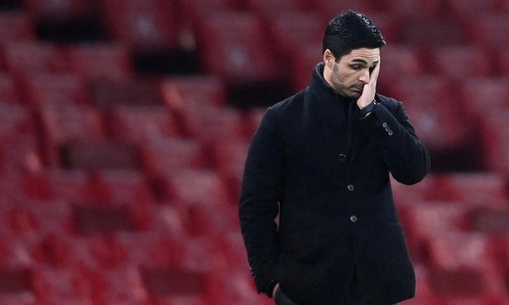 Arteta thất vọng sau tiếng còi tan trận. Ảnh: Reuters