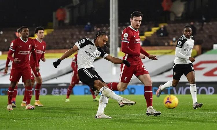 Cordova-Reid trừng phạt sai lầm của hàng thủ Liverpool bằng một pha dứt điểm lạnh lùng. Ảnh: REX.