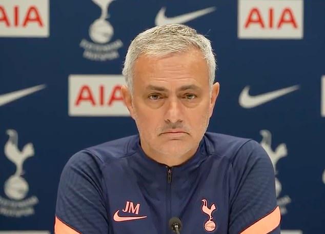 Mourinho trong cuộc họp báo trước trận đấu với Liverpool. Ảnh: DM.