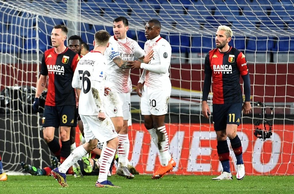 Kalulu (số 20) chia vui với các đồng đội sau bàn gỡ hoà 2-2 cho Milan. Ảnh: AP