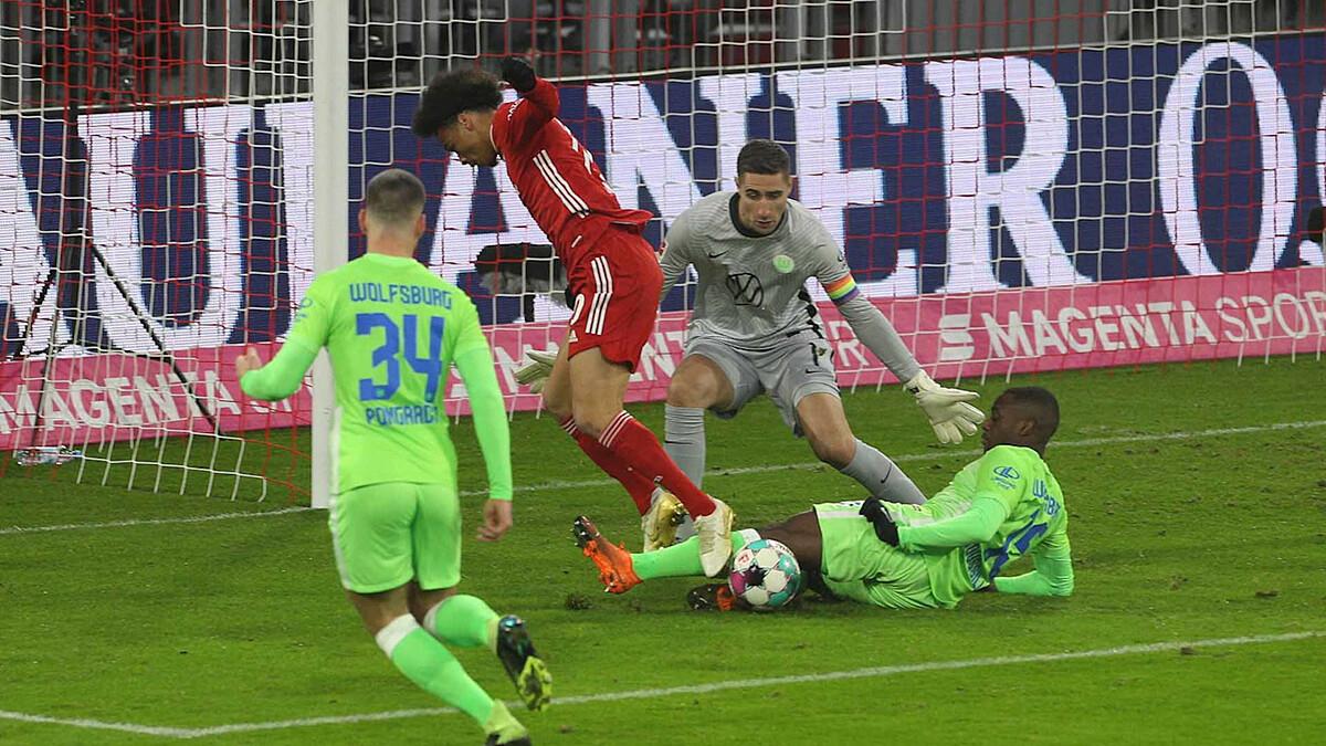 Sane (áo đỏ) chưa thể hiện được nhiều kể từ khi gia nhập Bayern. Ảnh: FCB.