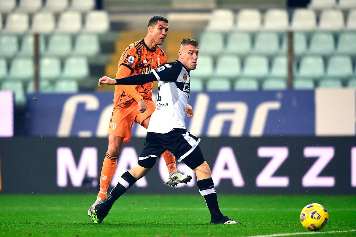 โรนัลโด้เพิ่มคะแนนเป็น 3-0 ประตูที่สองของเขาในเกมที่เอาชนะปาร์ม่า 4-0 เมื่อวันที่ 19 ธันวาคมโดยยูเวนตุส  ภาพ: Lapresse