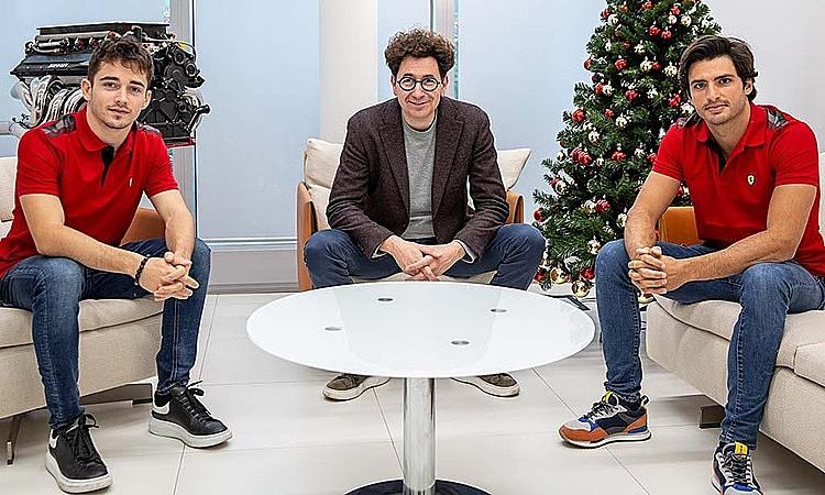 Sainz (bìa phải) hội ngộ cùng Binotto (giữa) và Leclerc. Ảnh: Sky Sports.