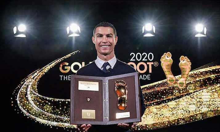 โรนัลโด้ได้รับรางวัล Golden Foot และบันทึกรอยเท้าของเขาไว้ที่ Victory Avenue ในโมนาโก  ภาพ: Juventus FC.