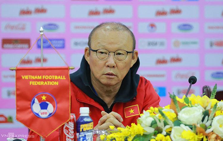 Coach Park Hang-seo ระหว่างการแถลงข่าวเมื่อเช้าวันที่ 21 ธันวาคมที่สำนักงานใหญ่ VFF เกี่ยวกับการแข่งขันนัดกระชับมิตร 2 นัดระหว่างทีมเวียดนามและทีม U22 ของเวียดนาม  ภาพ: ลำท่อ.