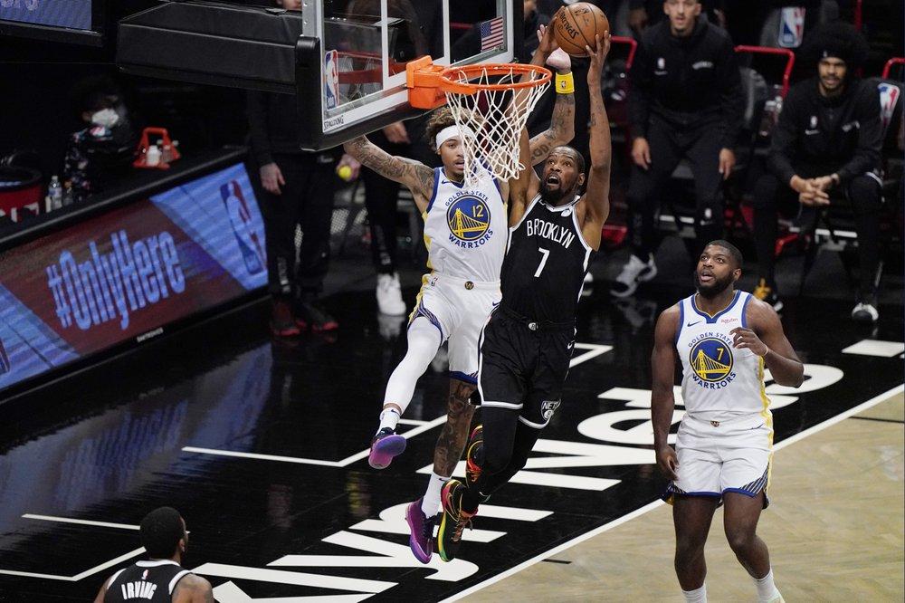Kevin Durant ghi 22 điểm trong trận gặp đội bóng cũ. Ảnh: AP.