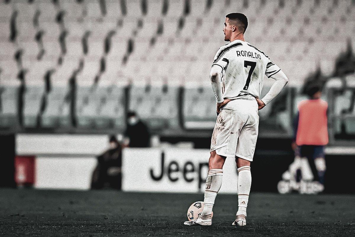 Ronaldo không giấu thất vọng về cuối trận, khi Juventus bất lực trước Fiorentina. Ảnh: Lapresse