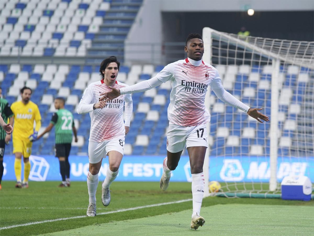 Leao (số 17) và Tonali (số 8) là hiện thân cho tài năng và sức trẻ ở Milan hiện tại. Ảnh: AC Milan