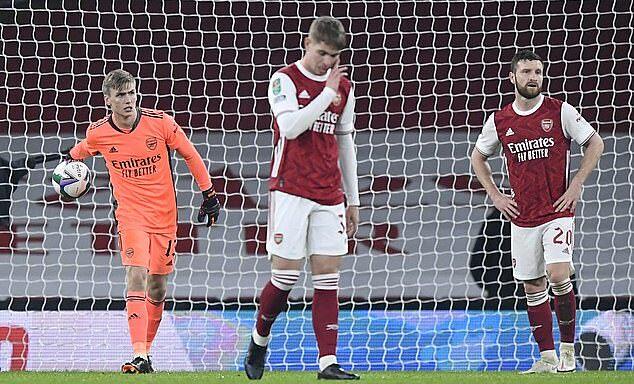 Đội hình B của Arsenal thảm bại trước Man City, khi thủ môn Runar Runarsson mắc sai lầm khó hiểu. Ảnh: Reuters