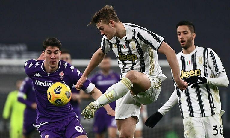 Thất bại đáng quên của Juventus, khi trung vệ De Ligt (giữa) gặp chấn thương. Ảnh: Reuters