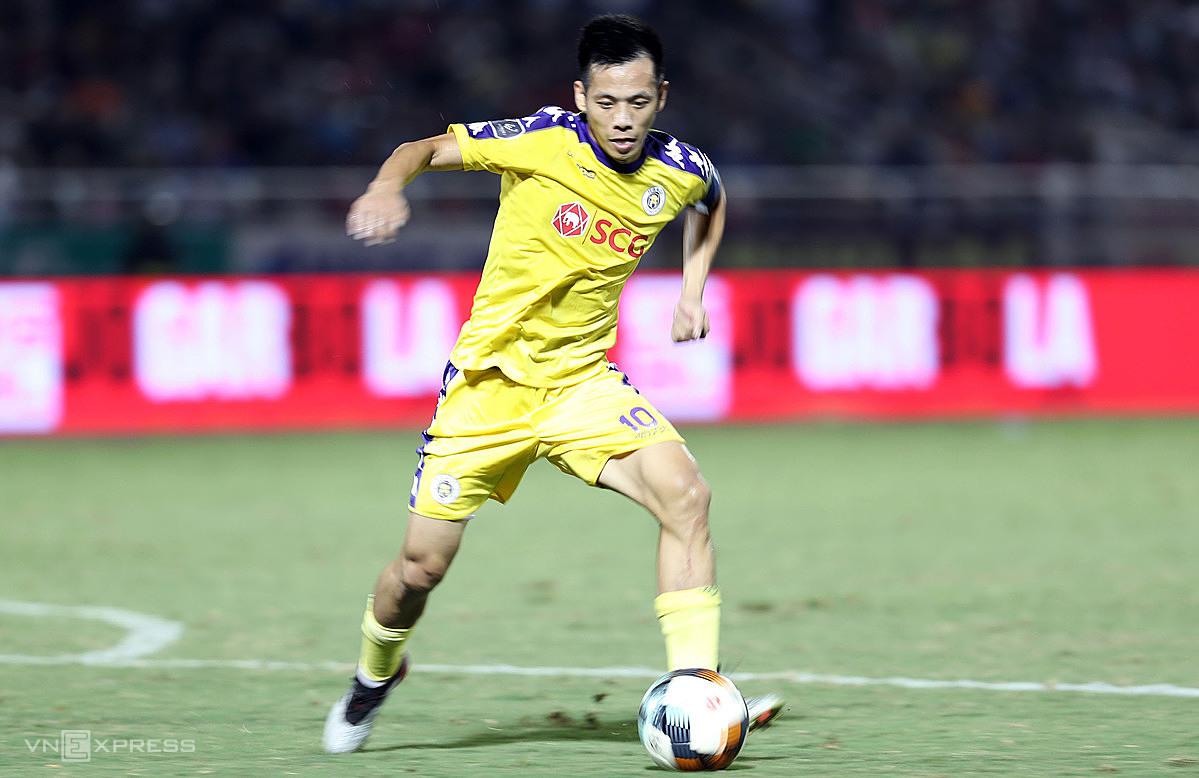 Sau giải thưởng hay nhất V-League 2020, Văn Quyết đứng trước cơ hội lớn giành Quả bóng Vàng Việt Nam 2020. Ảnh: Đức Đồng.
