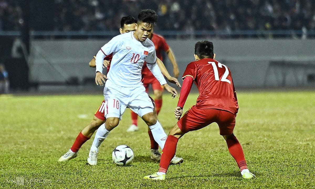 Tiền vệ Hữu Thắng ghi một bàn, kiến tạo bàn còn lại cho U22 Việt Nam. Ảnh: Giang Huy