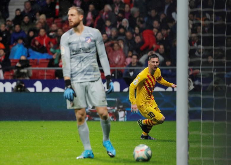 Oblak liên tục đối đầu với Messi từ năm 2014. Ảnh: Reuters.
