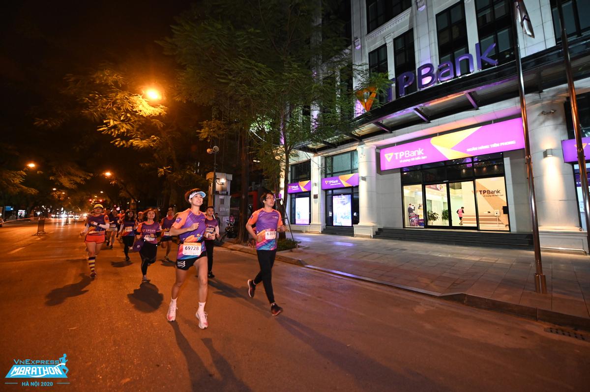 Athletes start at VnExpress Marathon Hanoi Midnight 2020.