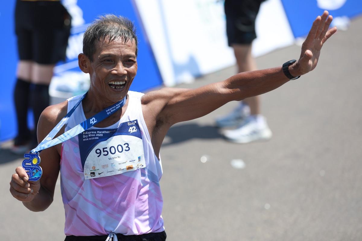 64 year old Runner spends 37 years running - 2