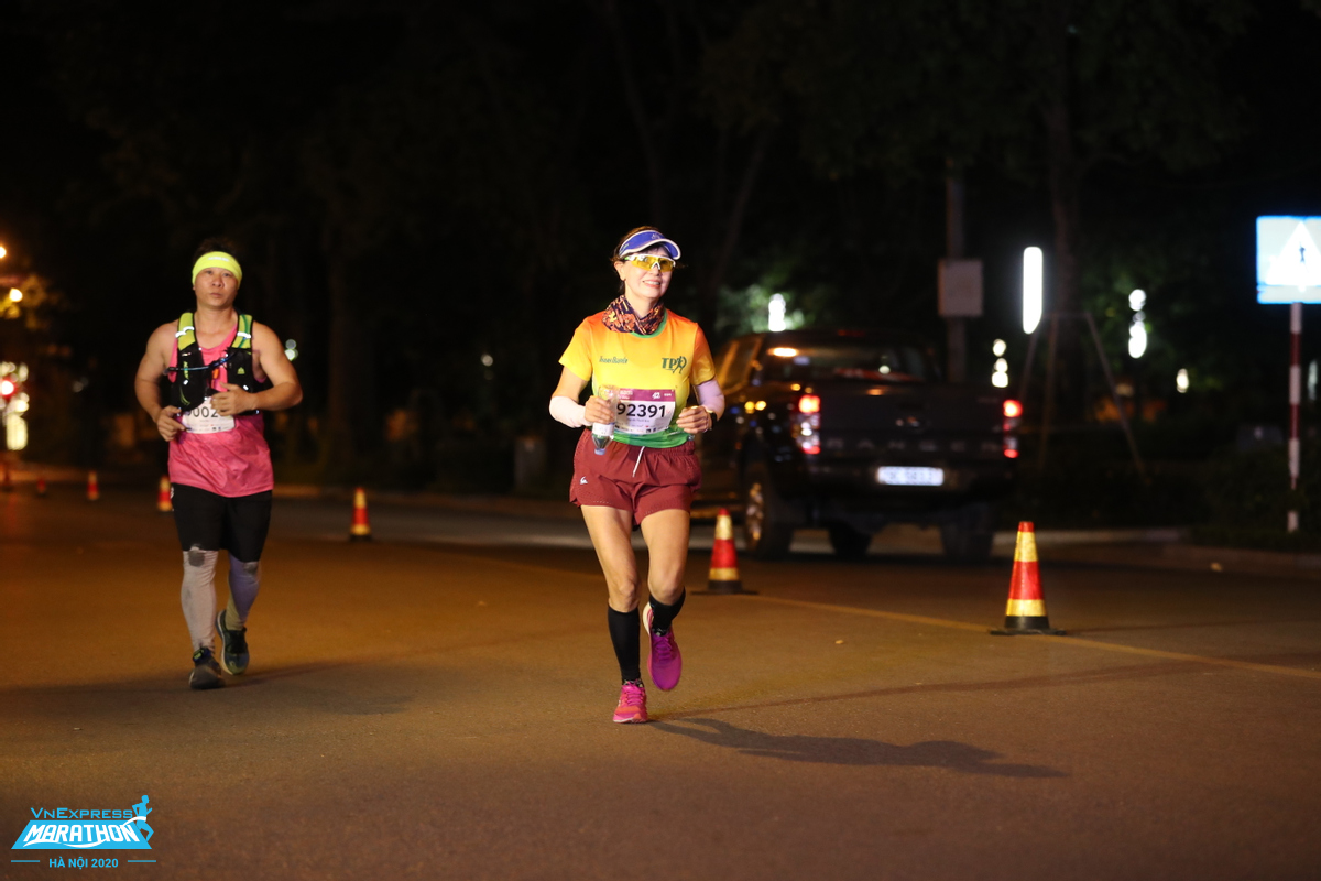Ms. Nguyen Thi Thanh Binh (First Female prize distance 42km over 50 years old at VnExpress Marathon Hanoi Midnight.
