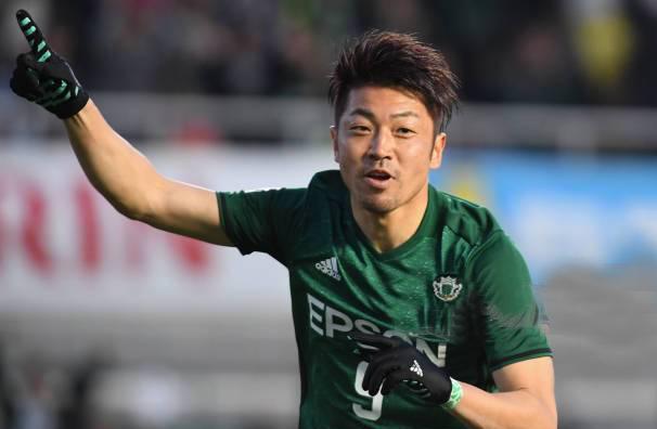 Tiền đạo Takasaki Hiroyuki đã thi đấu 324 trận đấu, ghi 84 bàn thắng.