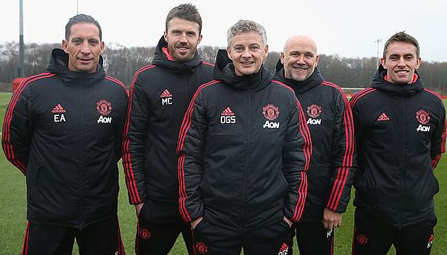 Solskjaer (กลาง) และผู้ช่วยของเขาเมื่อเขานำ Man Utd ครั้งแรก  ภาพ: แมนฯ ยูไนเต็ด