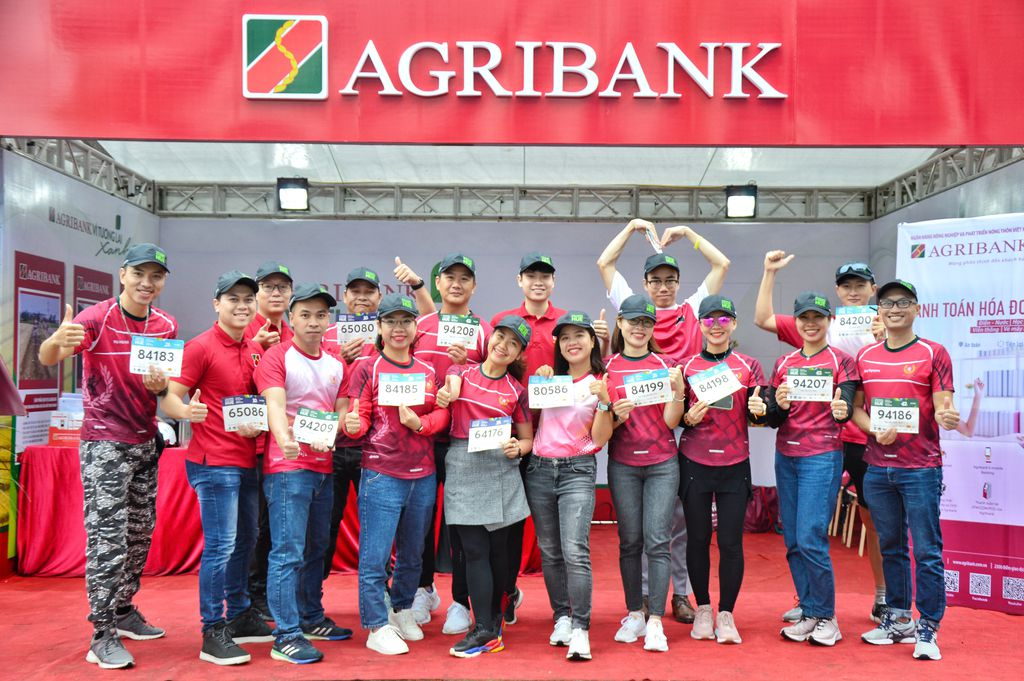 Agribank ran together to receive the race kit, Bib on December 26.  Photo: Tran Oi.
