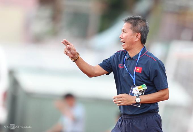 โค้ช Hoang Anh Tuan นำทีม U18 Vietnam ในปี 2019 ภาพ: Duc Dong