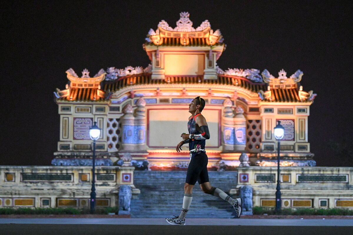 Runner has many beautiful moments before Quoc Hoc beer -