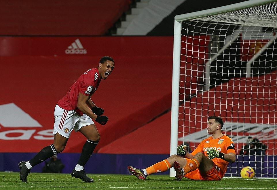 Martial mừng bàn mở tỷ số, sau cú đánh đầu cận thành. Ảnh: MUFC.