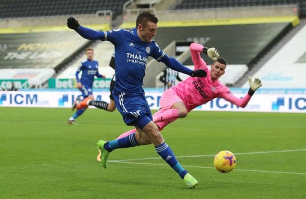 Vardy làm tung lưới Newcastle ngay đầu trận nhưng không được công nhận do lỗi việt vị. Ảnh: Reuters.