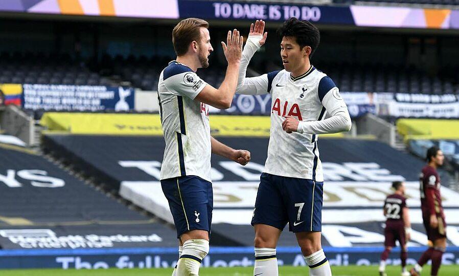 Harry Kane (kiri) dan Son Heung-min termasuk di antara tiga pemain paling banyak mencetak gol di Liga Premier musim ini, bersama Bruno Fernandes.  Foto: Reuters