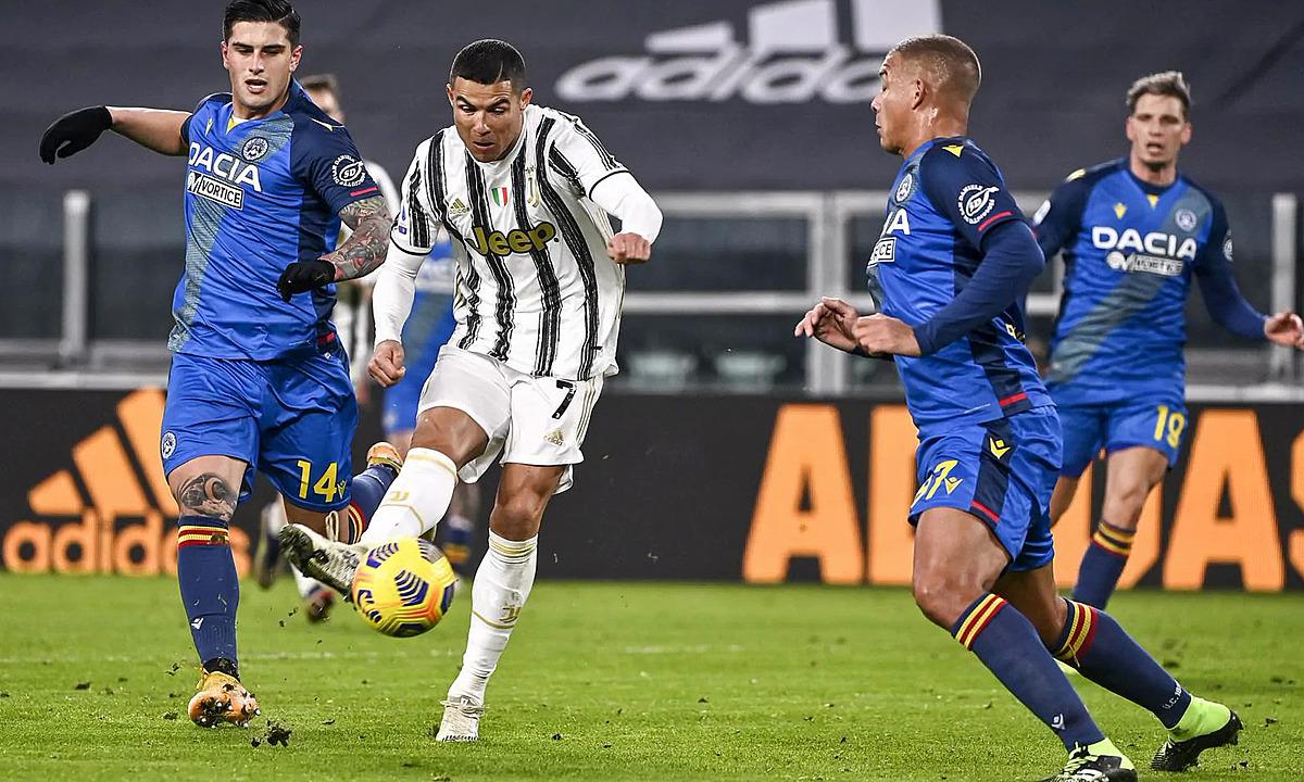 Cú đúp trước Udinese đưa Ronaldo vượt lên độc chiếm ngôi đầu cuộc đua phá lưới Serie A mùa này với 14 bàn. Ảnh: Lapresse