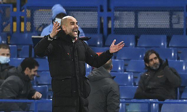 Man City asuhan Guardiola segera memenangkan pertandingan melawan Chelsea dengan tiga gol dalam 34 menit pertama.  Foto: AP.