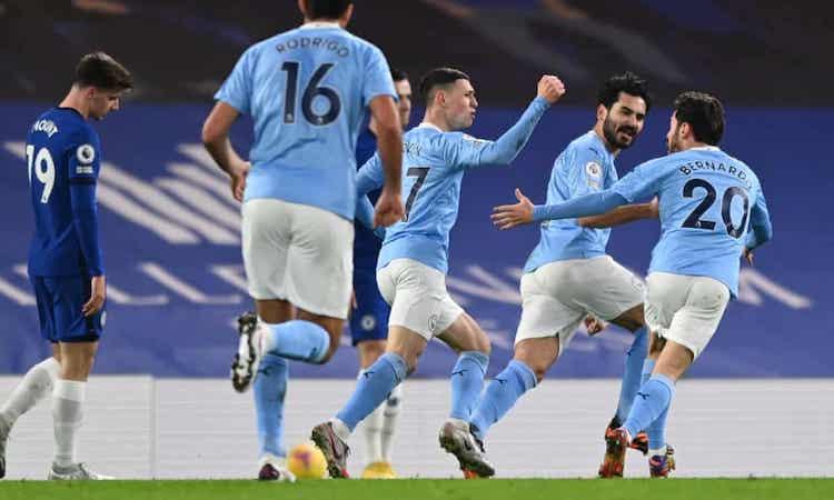 Man City khiến Chelsea vỡ trận khi ghi hai bàn trong vòng ba phút ở đầu hiệp một. Ảnh: Reuters.