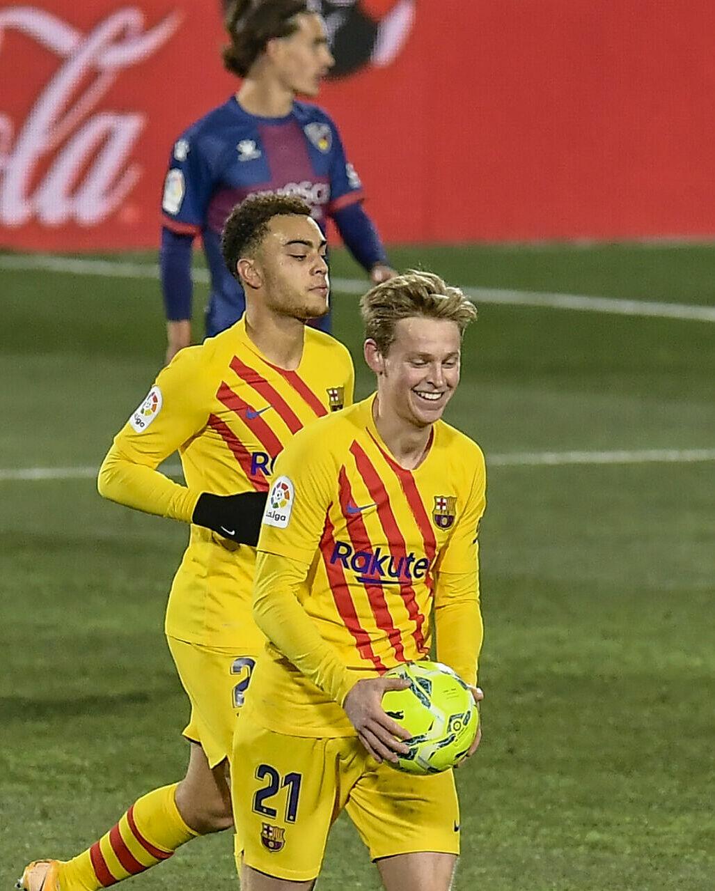 De Jong senang setelah mencetak satu-satunya gol untuk Barca di Huesca pada 3 Januari.  Foto: AP