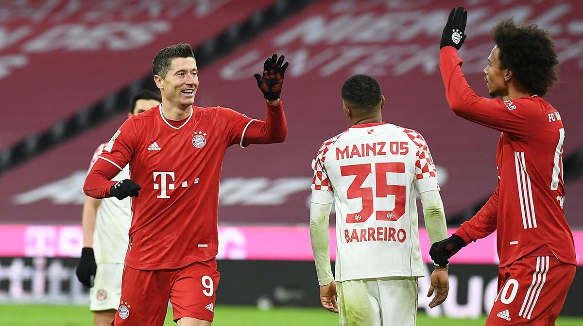 Lewandowski mencetak dua gol kemenangan untuk Bayern setelah Mainz tumbang dengan tiga gol beruntun di paruh pertama babak kedua.  Foto: Reuters