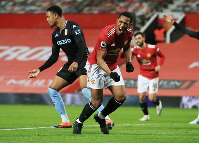Martial มีความสุขหลังจากเปิดประตูในเกมชนะแอสตันวิลล่า 2-1  ภาพ: Reuters