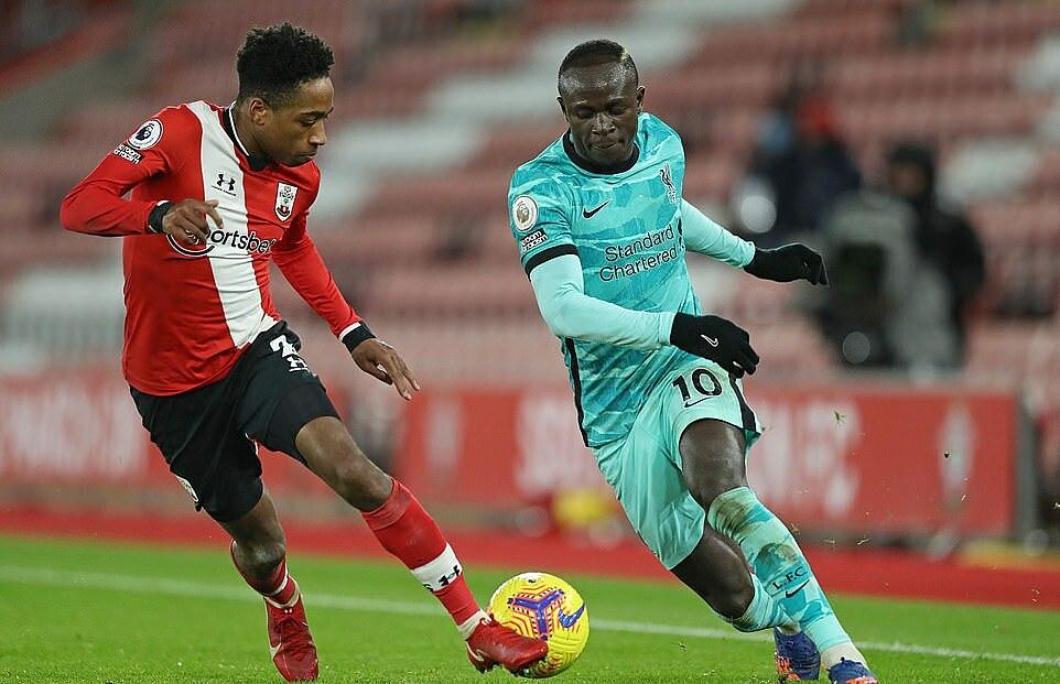 Mane (phải) là cầu thủ chơi năng nổ và hiệu quả nhất của Liverpool trước Southampton. Ảnh: AFP.