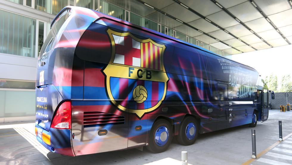 Mobil yang ditumpangi Barca sering kali menempuh jarak dekat di kota, atau ke tempat latihan.  Foto: Mundo Deportivo.