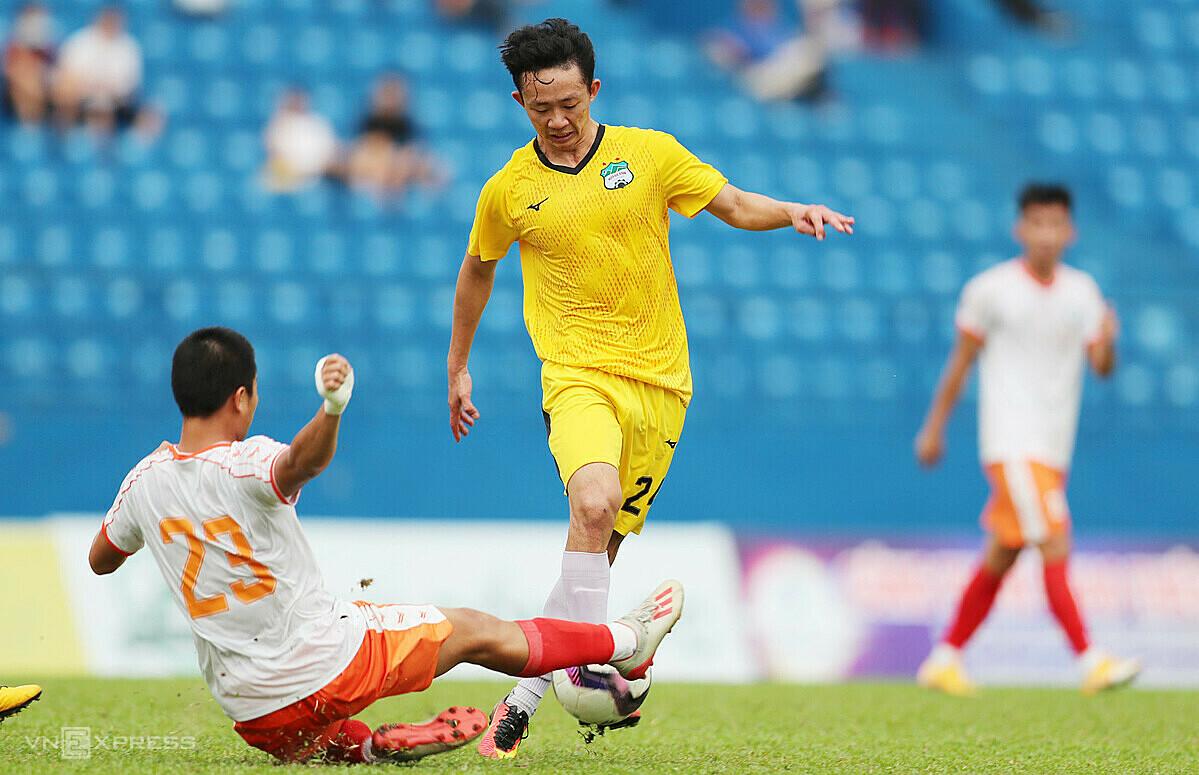 Pelatih Kiatisuk memprioritaskan penggunaan semua pemain setelah dua pertandingan untuk memilih kerangka terbaik untuk musim baru.  Foto: Duc Dong.
