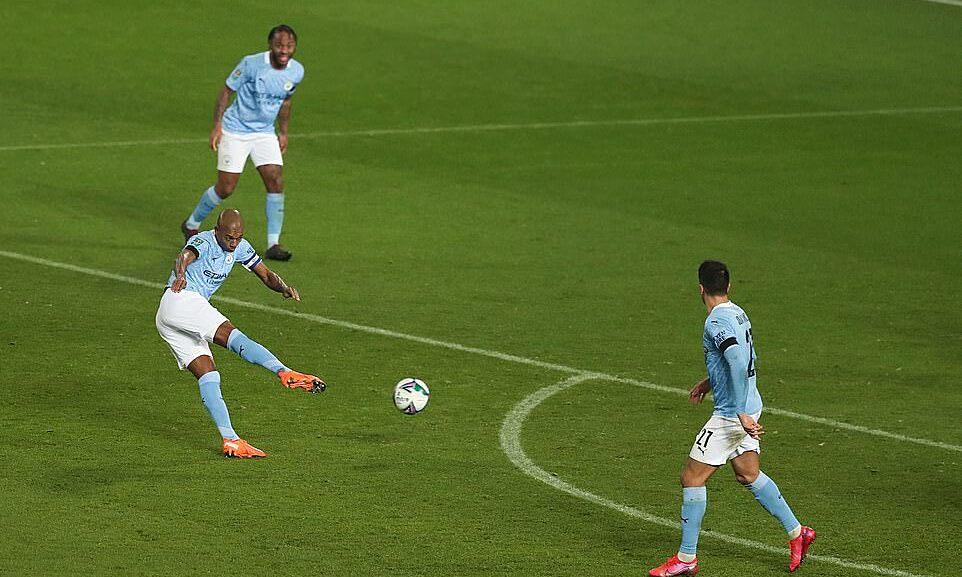 วอลเลย์ปิดผนึกชัยชนะ 2-0 ของเฟอร์นันดินโญ่  ภาพ: REX.